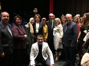 """Türkkan Eğitim Vakfı tarafından düzenlenen gecede sahne alan Melihat Gülses """"Rumeli Türküleri"""" konserinde ayakta alkışlandı"""